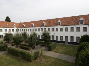 In het studentenverblijf Campus Amicorum met gekende geschiedenis staat deze studentenstudio te koop.<br /> Campus Amicorum is het resultaat van een g