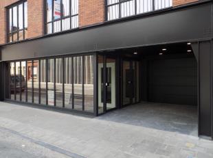 Casco handelsruimte met aanpalend atelier in loftstijl gelegen nabij het gerechtshof & Kortrijk Weide. Deze gelijkvloerse ruimte heeft een totale