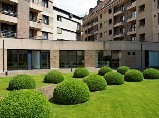Top afgewerkt kantoor gelegen in het centrum van Kortrijk bestaande uit: ontvangstruimte met balie, 4 individuele kantoren (+/- 20m² per kantoor)
