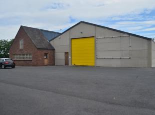 Verzorgde loods van 600m² (20 x 30m) gelegen in de industriezone van Lauwe met volgende eigenschappen, verwarming, polybetonvloer, elektrische po