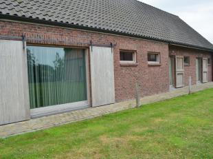 Ingericht kantoor van 125m² met ingemaakte kasten, extra zolderruimte (archief), centrale verwarming, parking en een mooi zicht vanuit de burelen