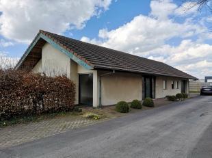 Gelijkvloers kantoor op 1150m², op heden ingericht als conciergewoning (inkom met toilet, leefruimte + keuken+ 2 slpk + badkamer + ruime garage).