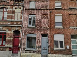 Zin om in het centrum van Kortrijk te wonen en toch ruim voldoende parking bij de deur te hebben?<br /> Deze woning is volledig tot op vandaag vernieu