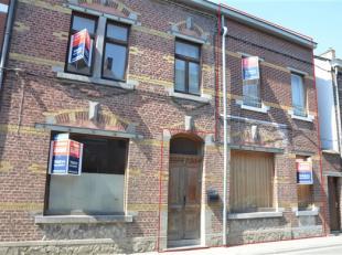 SOUS OPTION!!! Située en plein centre de Gembloux, maison 2 façades entièrement rénovée en 1997 sur 2 ares 25. Elle