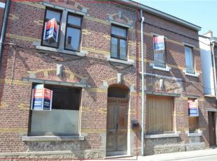 Située en plein centre de Gembloux, nous vous proposons cette maison 2 façades à rénover sur 2 ares 76. Elle vous offre au