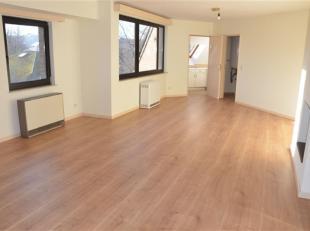 Situé à louvain-la-neuve dans le quartier des Bruyères, joli appartement de presque 100M². Il est composé d'un bel es