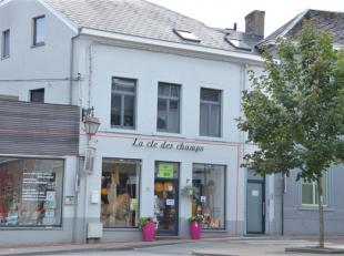 FOND DE COMMERCE A SAISIR ! Très bien situé sur la Place de l'Orneau, magasin d'alimentation et de produits bien-être bio et natur