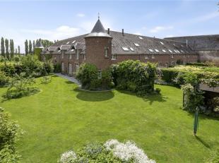 Située dans le cadre exceptionnel de la Ferme-château du Monty à Corroy-le-Château sur plus de 4 hectares avec prairies, ver