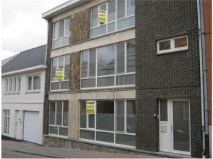 -2 appartementen te huur => op de 2e en 3e verdieping -Berging in kelder , geen garage , 2 slaapkamers , keuken , grote living , toilet , badkamer