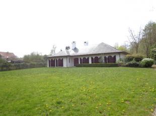rustig gelegen villa&landhuis met veel mogelijkheden bestaande uit;inkomhal,living&eetplaats,<br /> keuken,badkamer,3slpks,ruime zolder,bergin
