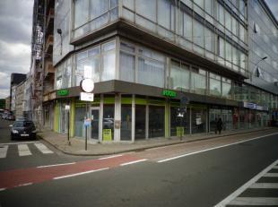 Bestaande uit handelsruimte met verschillende mogelijkheden voor eventueel winkel of burelen.