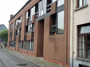 Een gemeubelde studio van 24 m² gelegen te Gent. Verplichting om domicilie te plaatsen (zowel voor studenten als niet-studenten). Deze studio is