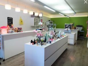 Goeddraaiend doopsuikerwinkel gespecialiseerd in gepersonaliseerde drukwerk, textiel en geschenken gelegen in de rand rond Kortrijk, opgestart in 2009