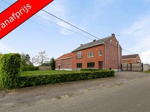 Deze woning wordt aangeboden met een vanafprijs!Deze hoeve bevindt zich kortbij de verbindingsweg Bekkevoort-Tienen en is toch rustig gelegen. De bove