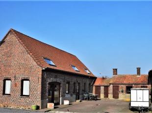 De provincie Henegouwen herbergt deze leuke hoeve, gelegen tussen Doornik en Kortrijk en makkelijk bereikbaar via de E429, E403 of de E17. De eigendom