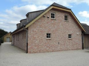 Deze prachtige eigendom is gelegen te Beverlo, deelgemeente van de stad Beringen. Het huis is gelegen in een rustige straat. Beringen is makkelijk te