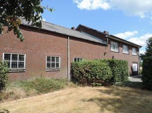 Deze charmante boerderij is erg rustig gelegen in de gemeente Bocholt, dichtbij de Nederlandse grens. De boerderij is te bereiken via een privé