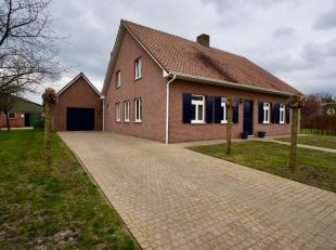 Deze eigendom is gelegen in een landelijke omgeving te Poppel, vlakbij het centrum.<br /> De instapklare woning omvat op het gelijkvloers een ruime in