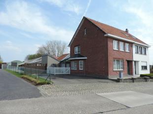 Deze mooie woning met paardenfaciliteiten is gelegen in een rustige staat te Ulbeek, deelgemeente van Wellen.<br /> Het geheel omvat een halfopen bebo