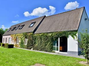 Deze eigendom is gelegen te Drongen, gemeente naast de Leie en situeert zich op 10 min van het stadscentrum van de provinciehoofdstad Gent. De eigendo