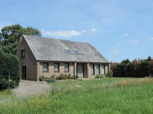 Deze prachtige eigendom, ook gekend onder de naam hoeve Cluysemanshof, is gelegen te Bree op een zeer rustige locatie. De hoeve is één v