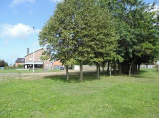 Deze villa is prachtig gelegen op een boogscheut van het centrum van Hasselt. Omdat de woning gelegen is in het midden van het perceel, heeft u er com