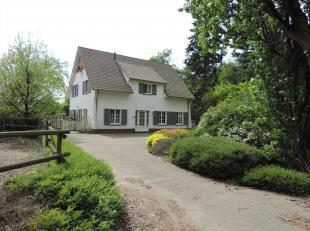 Op een prachtige locatie in Dilsen-Stokkem vinden we deze charmante woning met paardenaccommodatie. Dilsen-Stokkem ligt in het oosten van de provincie