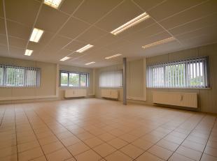 INDELING:Inkomhal met receptie - 2 landschapsburelen - vergaderzaal - sanitaire ruimten (dames/heren) - keuken - serverlokaal - CV-lokaal.NUTSVOORZIEN