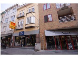 Stadskern Woon- en handelshuis op TOPligging te Blankenberge!INDELING:Gelijkvloers:Winkelruimte - fotostudio - living met open keuken - ruime kelder -
