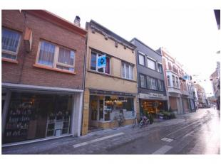 Woon- en handelshuis op TOPligging te Blankenberge!INDELING:Gelijkvloers:Winkelruimte - leefuimte - ingerichte keuken (o.a. met spoelbak, dampkap, koo