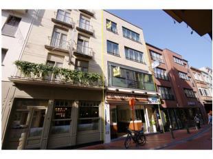 Stadskern Hotel met 9 kamers, winkelpand én vernieuwd appartement in het centrum van Blankenberge! INDELING:Gelijkvloers:Winkelruimte (met o.a.