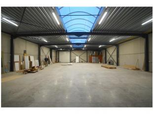 INDELING:Magazijn/Opslagruimte 408m² (afmetingen: 17m x 24m) AFWERKING: Metaalconstructie, wanden in betonpanelen, gepolierde betonvloer, ge&iuml
