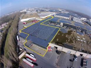 AFWERKING:Magazijn: Betonnen constructie (overspanning van 25m), betonvloer, vrije hoogte: 6m, 4 laadkaden met dockshelters en levellers, 1 nieuwe, el