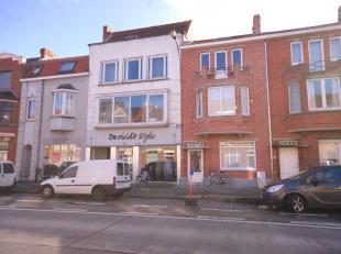 Verhuurde opbrengsteigendom, bestaande uit handelsgelijkvloers en bovenliggend 4-slpk appartement op goeie invalsweg te Brugge!INDELING:Kelderverdiepi