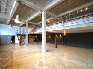 AFWERKING: bevloering in gepolierde beton, gemetste wanden (geschilderd), aluminium schrijnwerk, kwikdamplampen, stopcontacten, dubbele beglazing, vri