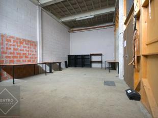 Benaderende AFMETINGEN:15m x 5mAFWERKING: betonnen constructie,bevloering in beton, gemetste wanden aluminium schrijnwerk, TL-lampen, stopcontacten, d