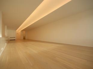 BENADERENDE AFMETINGEN:5,5m x 20mVOLLEDIG NIEUWE AFWERKING: buitenmuur in witte crepi, alu-ramen met dubbele beglazing en ventilatie, dubbele isoleren