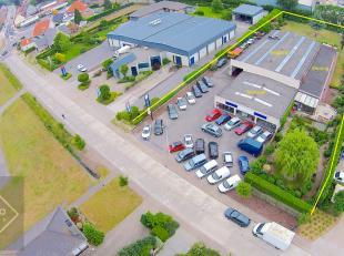 OPPERVLAKTEN:Constructie - bewoonbare oppervlakten (1.280m2)Woning: 235m2 + terrasMagazijn: 800m2Toonzaal met geïntegreerde kantoren: 245m2Totaal