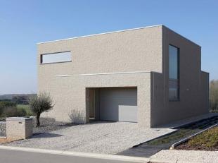 Nieuw te bouwen project villa = geselecteerde bouwgrond met een BEN E30 nieuwbouw, die nog volledig volgens uw wensen kan aangepast worden. Uit te voe