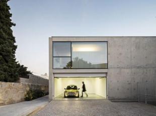 Nieuw te bouwen loft villa project = geselecteerde bouwgrond met een BEN E30 nieuwbouw, die nog volledig volgens uw wensen kan aangepast worden. Uit t
