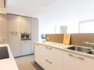 Uitzonderlijk mooi appartement te koop op topligging te Oostduinkerke-Bad. Gelegen op het Astridplein, zongericht en met uniek uitzicht over zee en st