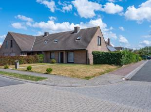 Wil je graag wonen op slechts enkele straten van het centrum van Kuurne en met vlotte fietsverbinding langs de Leie !<br /> Dan is deze woning een uit