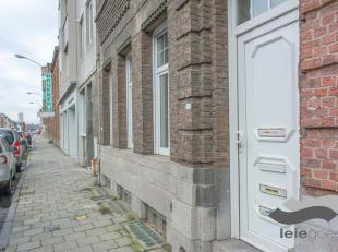 Op fietsafstand van het historisch centrum van Gent is deze opbrengsteigendom gelegen. <br /> <br /> Achter deze als bouwkundige erfgoed bestempelde g