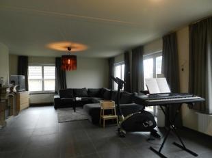 Mooi ruim appartement te huur in het centrum ven Bilzen. Winkels en scholen liggen op wandelafstand. Parkeer problemen zijn hier niet aan de orde! U h