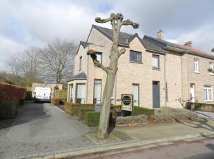Ligging: De woning is gelegen in Godsheide centrum (Hasselt). Een rustige woonomgeving, gekend voor zijn familiale gezelligheid! Scholen, winkels en o