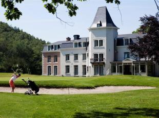 Chateau Bernalmont is gelegen in een aose van rust op een boogscheut van het centrum van Luik. Het golfterrein en de groene omgeving rondom zorgen voo
