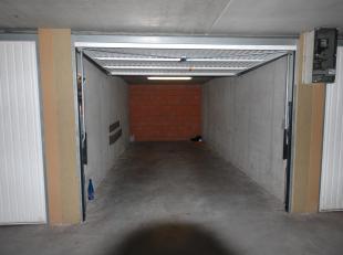 fgesloten garagebox te koop in recent garagecomplex.<br /> Toegankelijk via Maurice Devriendtlaan te Blankenberge.<br /> <br /> Geschikt voor 1 wagen