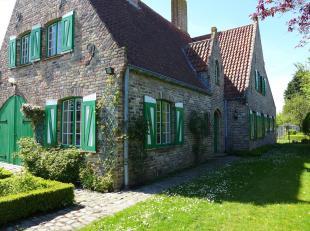 Gelegen in een doodlopende straat van een rustige verkaveling, op 2 km van de zeedijk te Blankenberge, een karaktervolle villa op 1163 m2!<br /> TOPLO