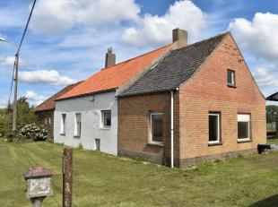 Een prentje van het nostalgisch landelijke Vlaanderen midden de velden tussen Koekelare en Eernegem.<br /> Een traditioneel HOEVEgebouw, met stal-, sc