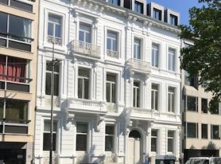 3 nieuwe luxueuze appartementen van ± 200 m² in een volledig gerenoveerd pand met behoud van authentieke elementen. Zeer gunstige ligging